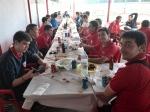 Un momento del almuerzo tras la victoria